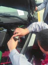 老鼠咬坏发动机线路 男子4S店提新车打不着火