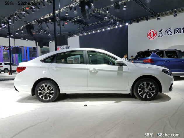 2016广州车展 东风风行新款景逸S50发布