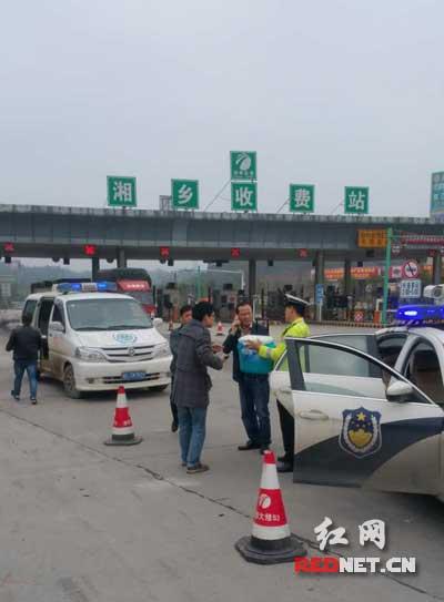 运送移植器官车辆遇车祸湘潭高速交警火速相助