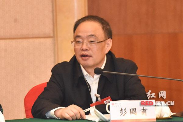 国内期市午盘多数下跌 北京大年初一运客870万人次