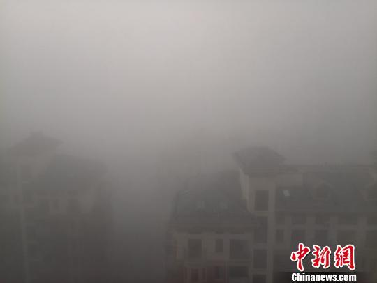 江西罕见连续出现9天大雾 多条高速公路封闭