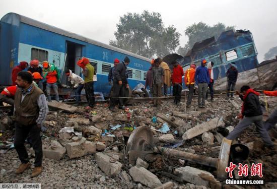 印度列车脱轨已致146人遇难 救援人员停止搜救