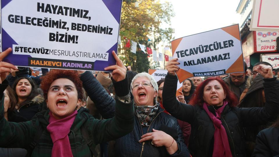 """土耳其政府撤回""""强奸幼女合法化""""法律草案"""