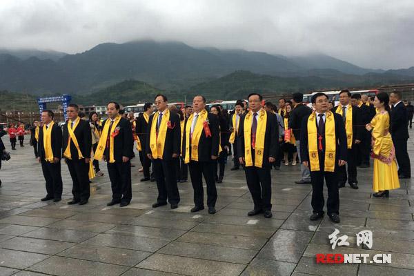 杨怡承认收到挖角电话 中央编译局首次召开新闻发布会