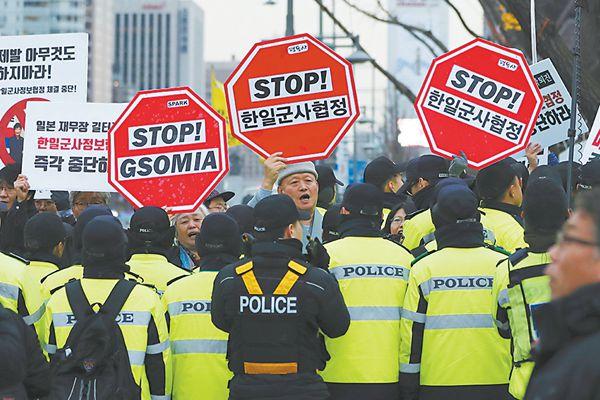 韩日签订军事情报保护协定 朴槿惠被批屈辱卖国