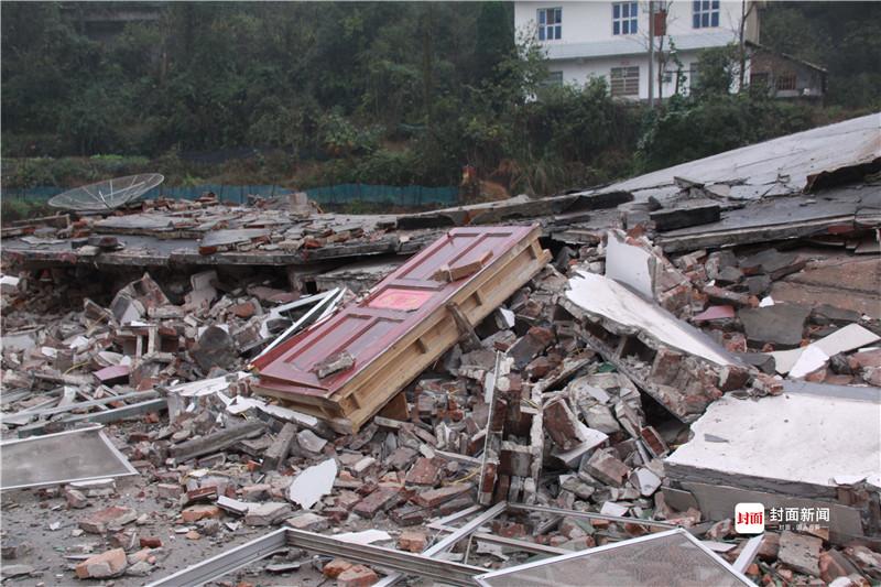 地陷导致民房倒塌