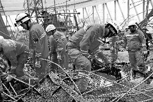 江西工地事故工人从70多米高平台坠落