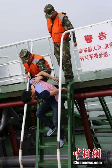 上海律师愿为南杨免费辩护 2012银行业八大猜想