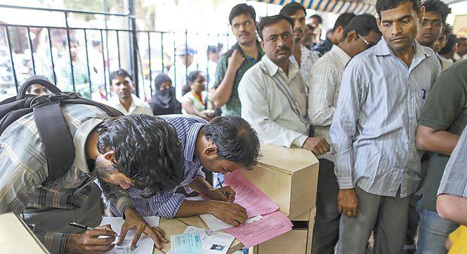 """印度前总理辛格批评废钞行动为""""合法抢劫"""""""