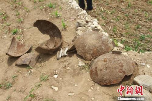 记者28日从北京市文物局、延庆区获悉,今年破获了一起发生在延庆区的金元时期文化遗址盗掘案。图为遗址现场出土文物。 曾鼐 摄
