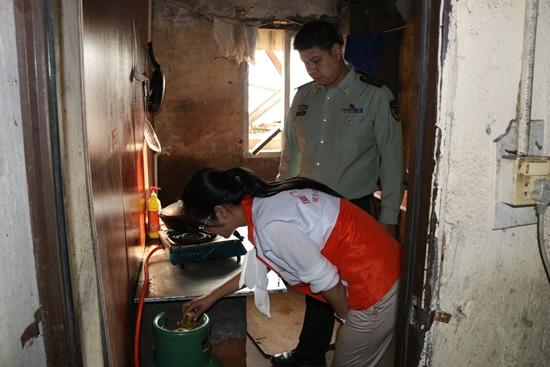 厦门市公安消防支队深入一木材加工场所清查火灾隐患
