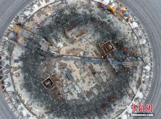 """资料图:江西丰城发电厂三期扩建工程""""11.24""""冷却塔施工平台坍塌事故现场。刘占昆 摄"""