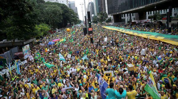 巴西抗议者冲进国会下院:恢复军人统治解决腐败 文化