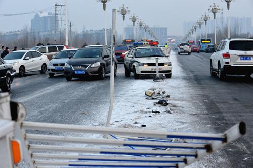 内蒙古昨日降雪引发交通事故170多起 未来三天转晴