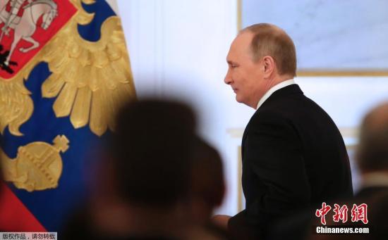 当地时间12月1日中午12时5分,俄罗斯总统普京在克里姆林宫圣乔治大厅向联邦会议发表国情咨文。本年度是俄罗斯新历史上的第23次国情咨文,也是普京总统本人第13次发表国情咨文。
