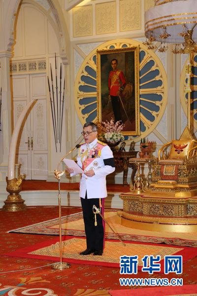 2016年12月1日,哇集拉隆功正式登基成?泰國新國王拉瑪十世