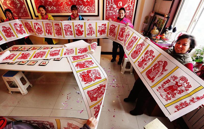 五十六个名族简笔画画-艺人剪出巨幅 五十六个民族