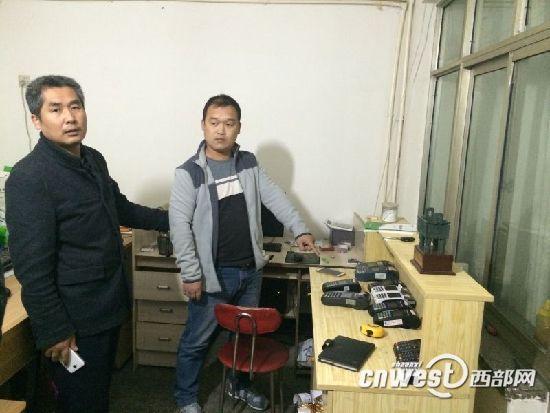 警方抓获嫌犯,并在其住处现场搜出银行卡193张、POS机59台。
