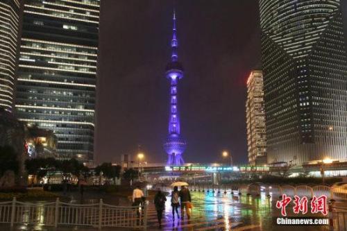 资料图:上海东方明珠夜景。图片来源:CFP视觉中国
