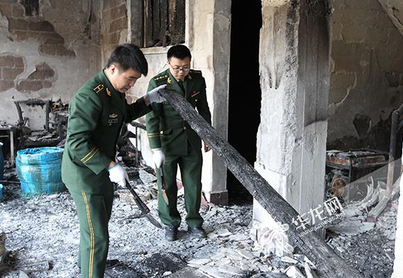 重庆黔江一民房内非法储存3千余斤甲醇引发火灾 目前已被查处