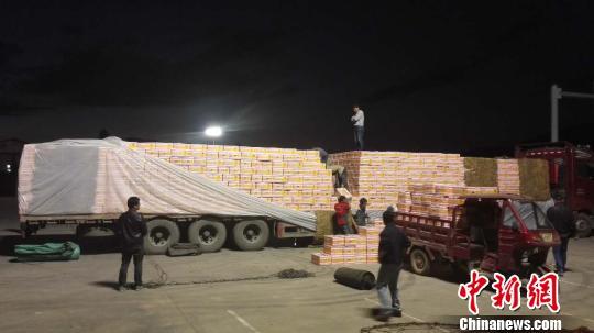 图为被警方截获的大货车。 警方供图