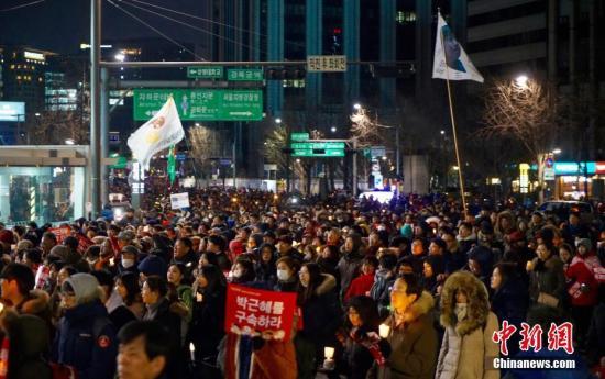 韩国抗议民众