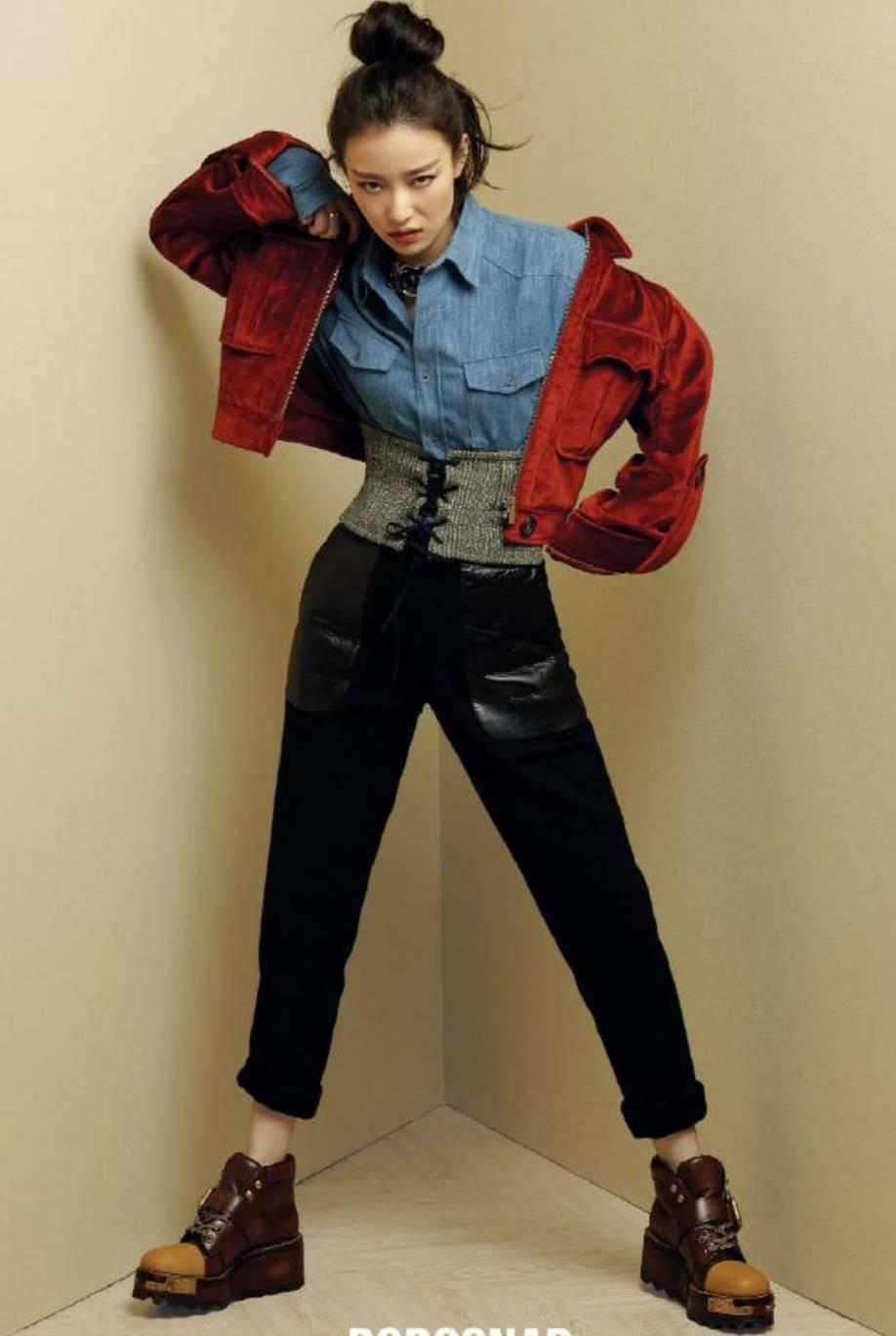 组搭配_前两天为杂志拍摄的拍过一组时尚大片,牛仔衬衫搭配红色丝绒夹克,复