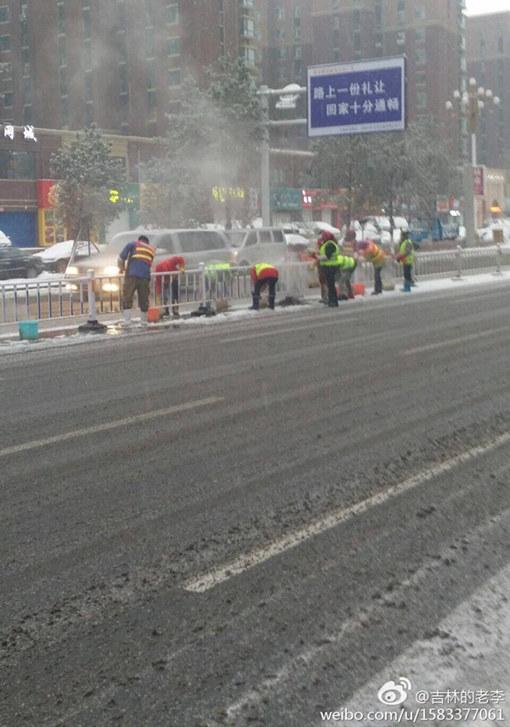 冷空气来袭 吉林大雪致高速关闭气温降幅达22℃
