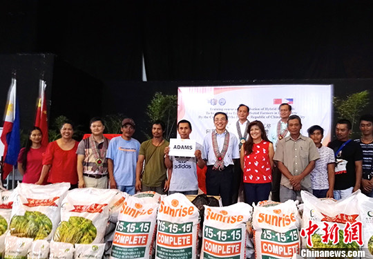 中国向菲律宾台风灾民捐赠杂交水稻稻种