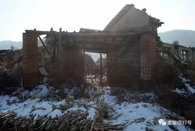 图为2016年12月16日,岫岩县兴隆镇于家堡,经历2012年洪水之后,一座房子还保持着原样。