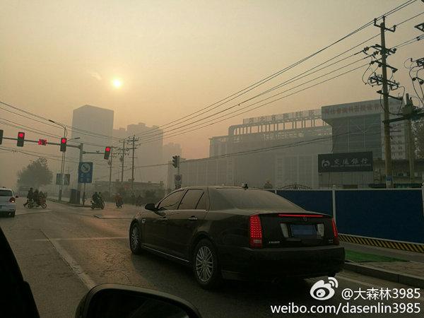昨天,河北石家庄北雾霾笼罩。(来源:新浪微博@大森林3985)