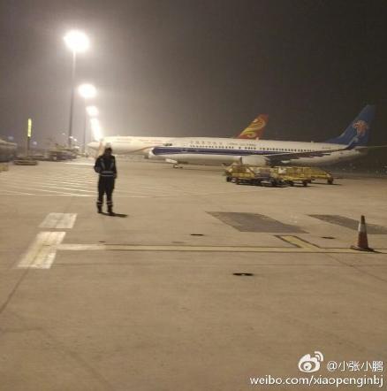 今晨5时摆布,北京都城机场能见度较低。图像来历@微博网友