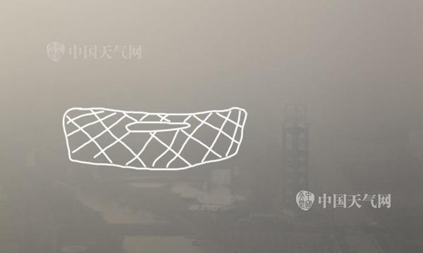 """昨天,北京持续重污染,鸟巢被霾""""吞没""""。关禺 摄"""