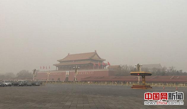 6省区遭特强雾霾袭击 各地采取措施紧急应对