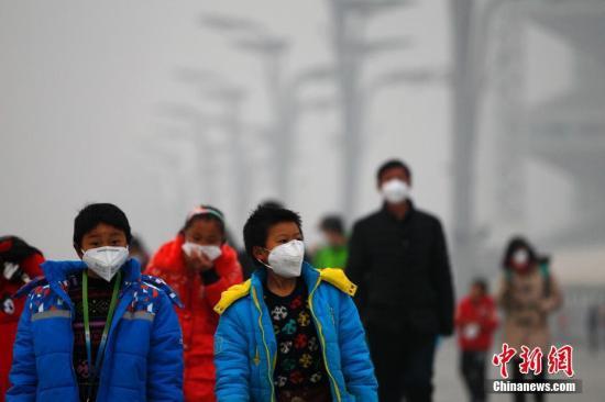 资料图:空气重污染中的北京。 中新社记者 富田 摄