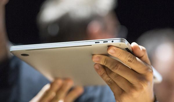 苹果在今年10月27日推出的新一代MacBook Pro。 视觉中国 图