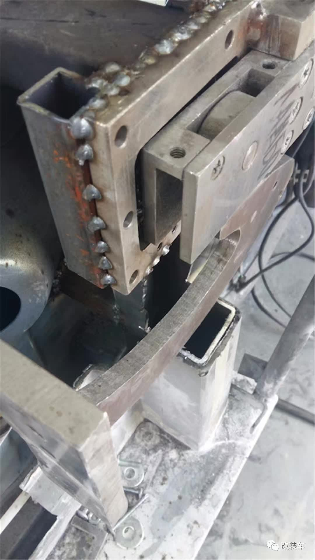 砸烂标致406打造全球唯一前驱版兰博基尼
