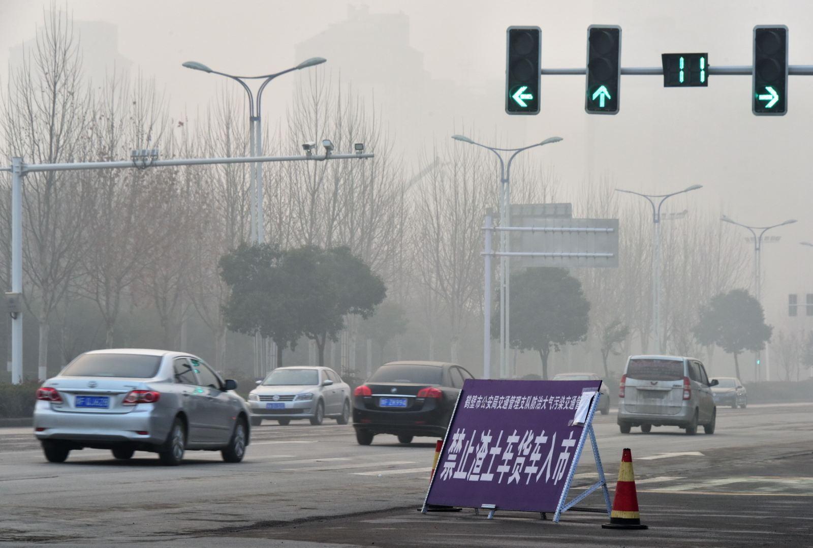 应对重污染天气过程期间,鹤壁市城区对渣土货车禁行.