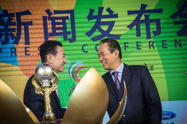 王健林、蔡振华出席发布会。东方IC 资料
