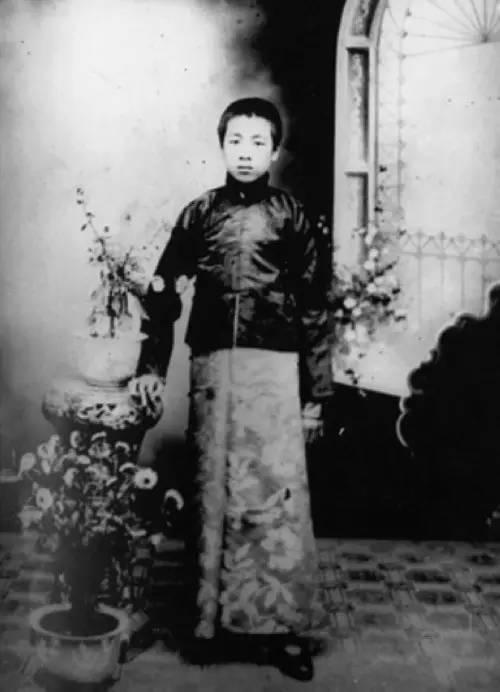 1912年,在沈阳东关模范学校读书时的周恩来。