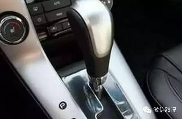 自动挡,临时停车,一定要用空挡+手刹?