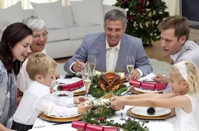 饭桌上的中国孩子,美国孩子和韩国孩子