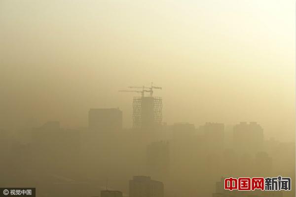 2017年1月4日,北京CBD被雾霾笼罩。图片来源:CFP