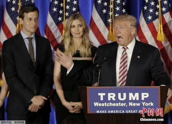 资料图:2016年6月7日贾里德·库什纳(后排左)与伊万卡(后排右)在美国纽约出席特朗普竞选活动。