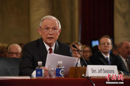 菲律宾总统怒斥女参议员:如果我是你早上吊自杀