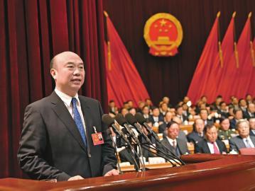 刘国中代表吉林省人民政府向大会作《政府工作报告》 《吉林日报》供图