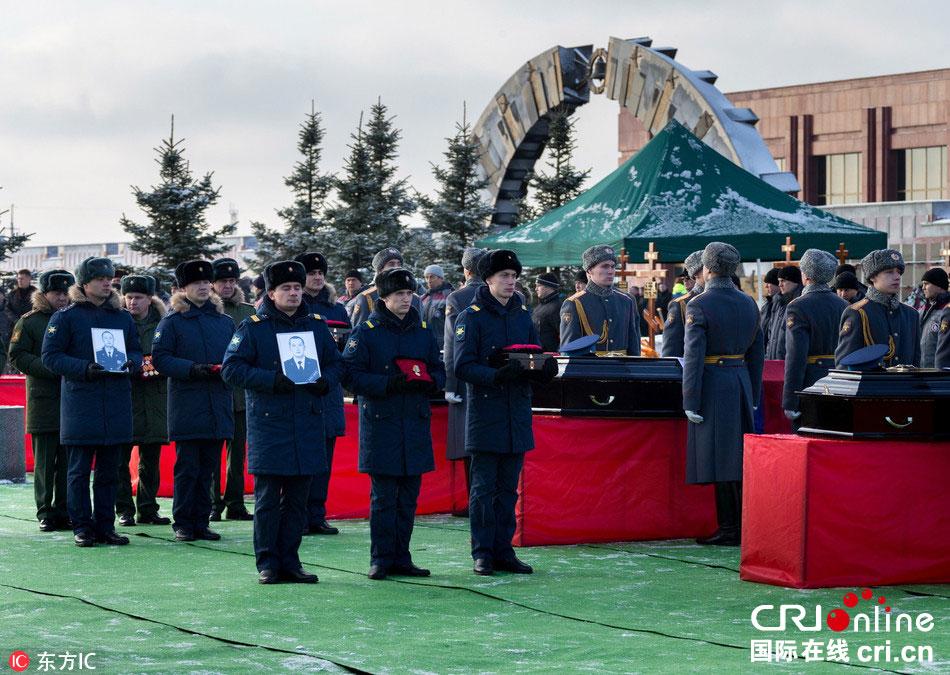 俄罗斯失事图-154飞机遇难者葬礼举行(组图)