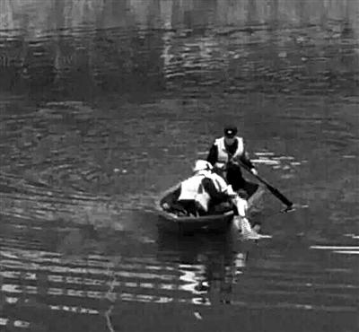 新昌江里漂着10个月大女婴 竟是亲生母亲扔的