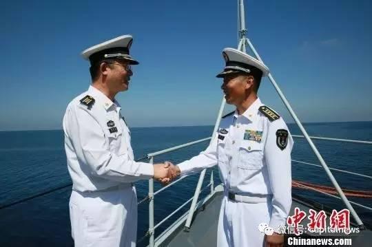 杨志亮与柏耀平握手