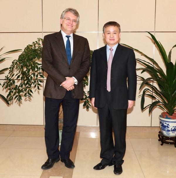 2012年欧盟gdp数值_史蒂芬-罗奇:全球增长与衰退之间只隔着中国|全球经济|欧盟|GDP_新...